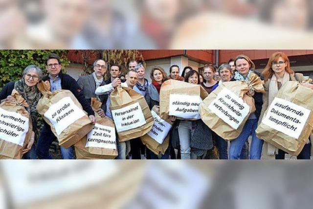 Lehrer fordern bessere Arbeitsbedingungen