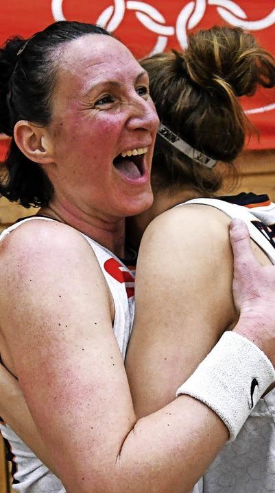 Die älteste und die jüngste USC-Spiele...rna Paunovic (links) und Luisa Nufer    | Foto: Patrick Seeger
