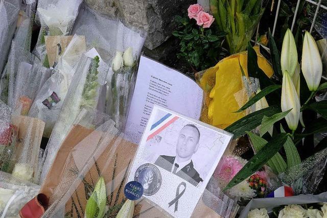 Franzosen ehren Gendarmen
