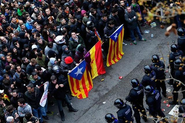 Hundert Verletzte bei Protesten gegen Festnahme Puigdemonts