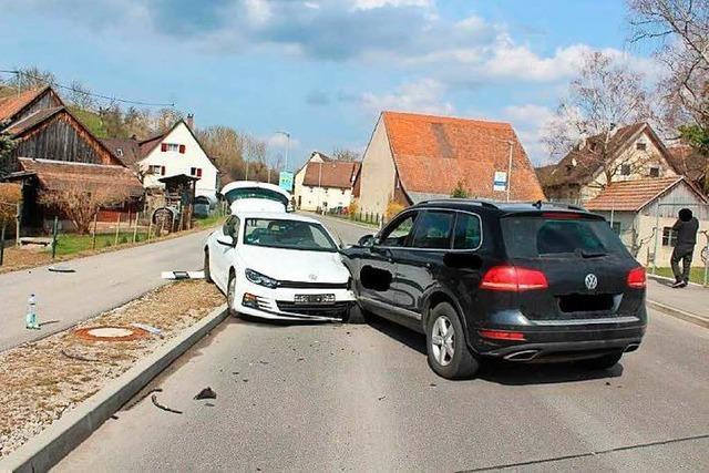 Unfall in Welmlingen: Fahrer war möglicherweise durch sein Handy abgelenkt