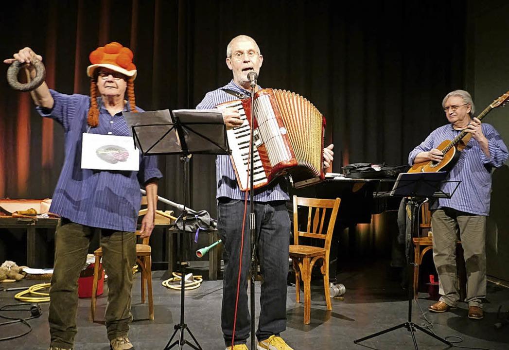 Musikalisch originell und beim Publiku...;Gälfiäßler auf der Bühne der Kumedi.     Foto: Christa Hülter-Hassler