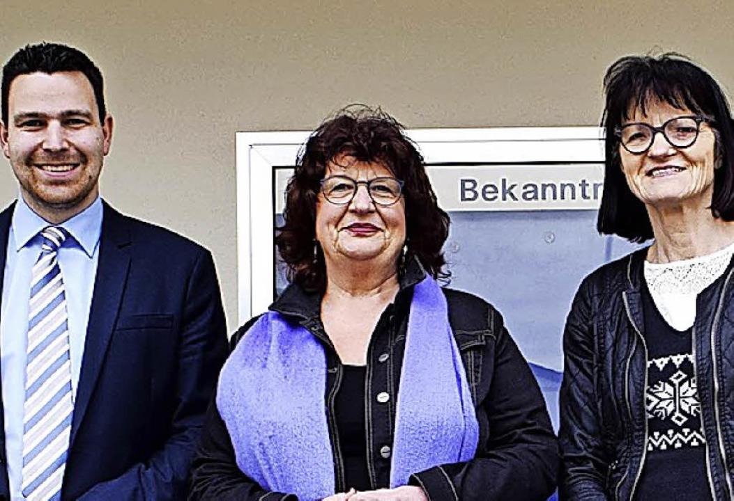 Bärbl Mielich (Mitte) mit Stefan Ostermaier und Christiana Schmidt in Hartheim  | Foto: Gemeinde