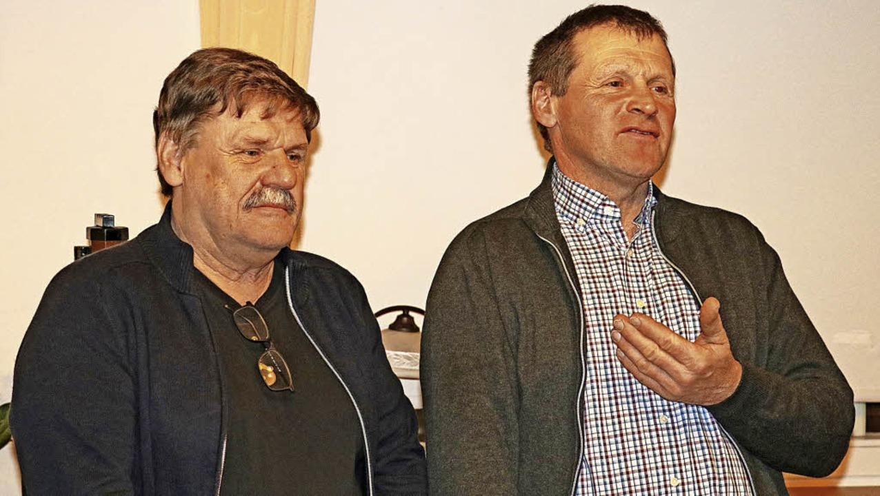 FBG-Vorsitzender Andreas Isele (rechts...rung bei der Fortbetriebsgemeinschaft.  | Foto: Dorothée Kuhlmann