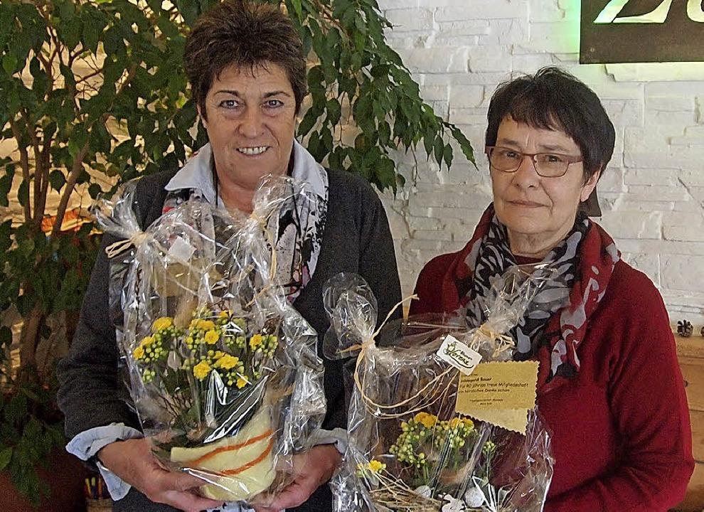 Die Geehrten: Claudia Winterhalder (links) und  Hildegard Bauer.     Foto: Tobias Loibenböck