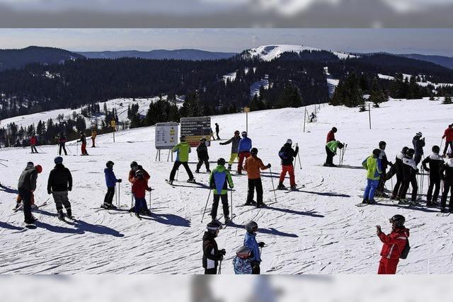 Skifahren unter der Frühlingssonne