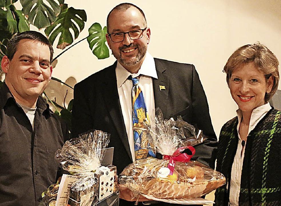 Uwe Gimpel (Mitte) bei der Ehrung mit ...tenbach und Präsidentin Marion Dammann    Foto: Katharina Bartsch