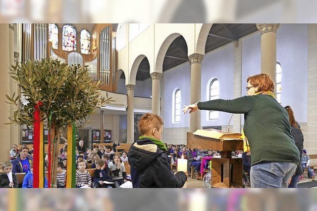 Lörracher Schüler besuchen die Bonifatiuskirche