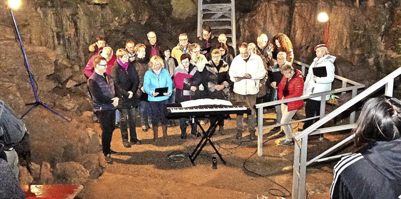 Der Gesangverein Hasel eröffnete am Sonntag die Erdmannshöhle mit einem Konzert.    Foto: Hans-Jürgen Hege