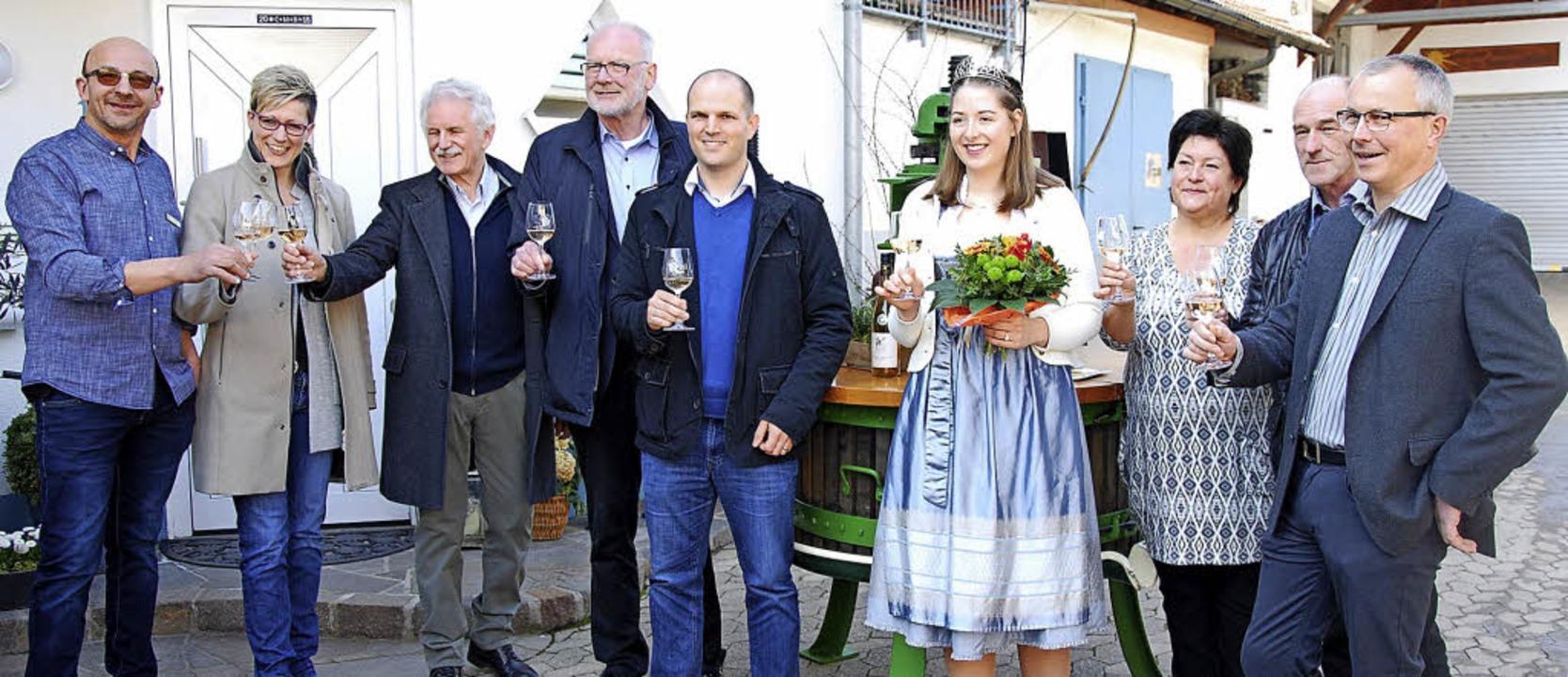 Die Vertreter der Weingüter und der Wi...r und ZTL-Tourismusgeschäftsführerin.   | Foto: Fotos: Dorothea Scherle