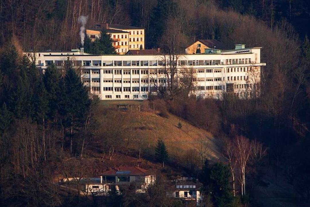 180 Mitarbeiter, 101 Betten: Das Brude...enhaus über den Dächern von Waldkirch.  | Foto: Patrik Müller