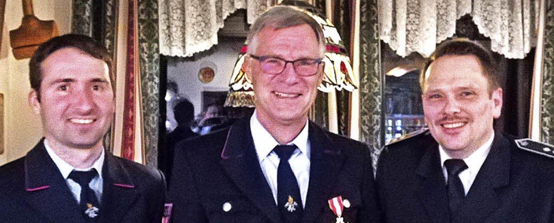 Abteilungskommandant Michael Fritz (li...n der Freiwilligen Feuerwehr Dachsberg  | Foto: Verein
