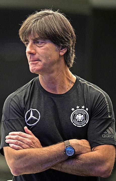 Hält Kritik für wünschenswert: Bundestrainer Joachim Löw  | Foto: dpa