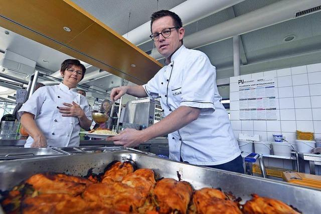Holger Radenz brutzelt seit 15 Jahren in der AOK-Kantine – und empfiehlt ein vegetarisches Ostermenü