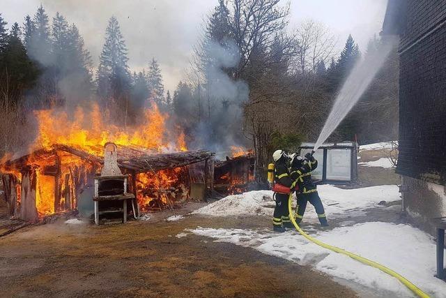 Feuerwehr schützt Wohnhaus vor Schaden