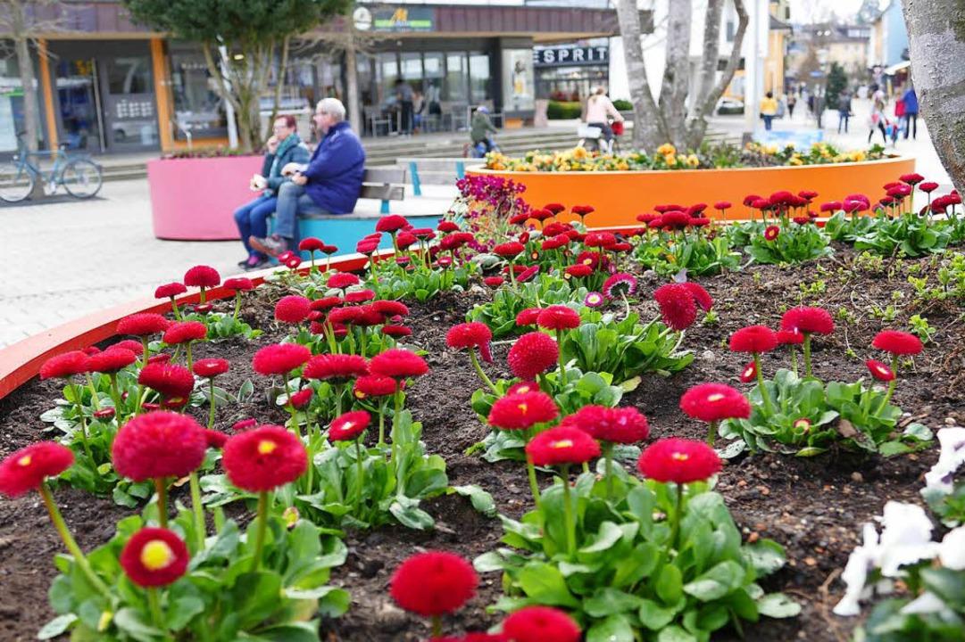 Am Bahnhofsplatz hat sich mit Eröffnun...o (im Hintergrund) auch einiges getan.  | Foto: Hans-Peter Müller