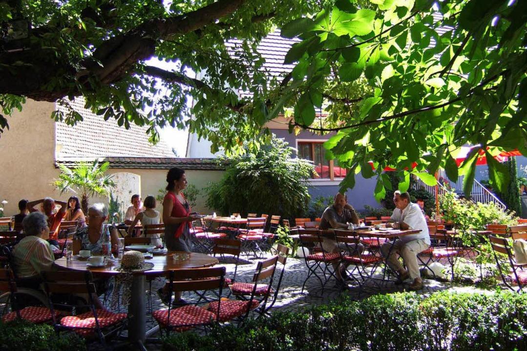 Der schattige Innenhof des Café Z wird...Betreiber eine wichtige Rolle spielen.  | Foto: SUSANNE MÜLLER