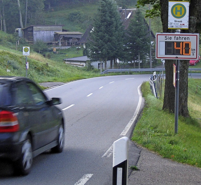 Geschwindigkeitsanzeigen sollen Autofa...acht hat ein neues Messgerät gekauft.   | Foto: Peter Stellmach