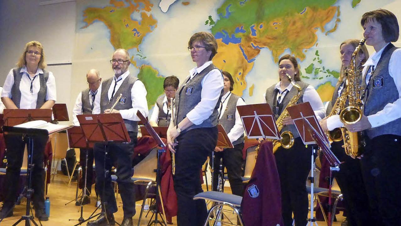 Mitglieder des Musikvereins beim Jubiläumskonzert  | Foto: Anne Freyer/Wolf-Wilhelm Adam