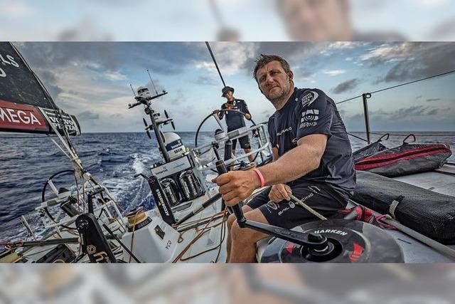 John Fisher bleibt auf See