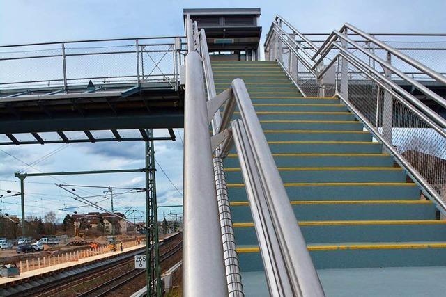 Neuer Fußgängersteg in Haltingen geht in Betrieb