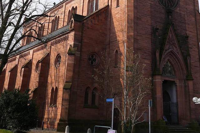 Müll und Notdurft an der Müllheimer Stadtkirche empören die Einwohner