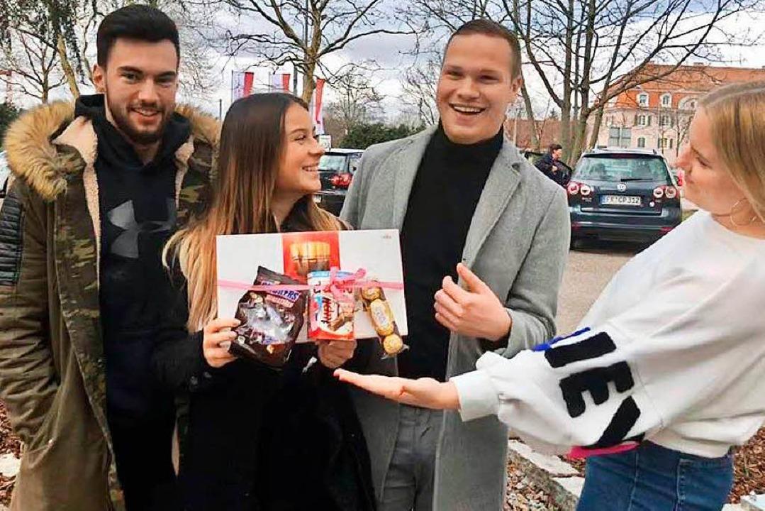 Maurice, Selina, Nicolas und Kim freuen sich über das Dankeschön!    Foto: BZ