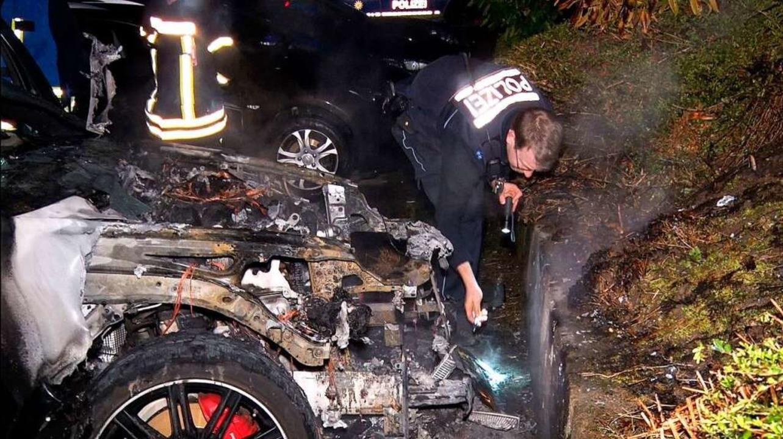 Polizeibeamte ermitteln  | Foto: Wolfgang Künstle