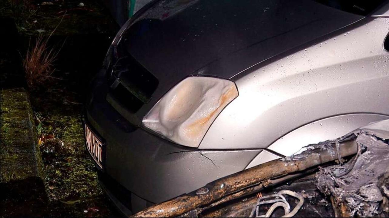 Durch die Hitze wurde ein neben dem Po...eparkter Kleinwagen leicht beschädigt.  | Foto: Wolfgang Künstle