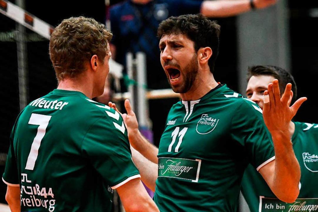 Zwei Freiburger, die jeweils einen Sat...m Tie-Break schließlich den Heimsieg.   | Foto: Archivfoto: Patrick Seeger