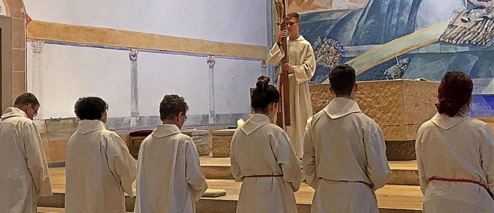 Die katholische Gemeinde Rickenbach fe...idensweg Jesu mit einer Kreuzanbetung.  | Foto: Jessica Lichetzki