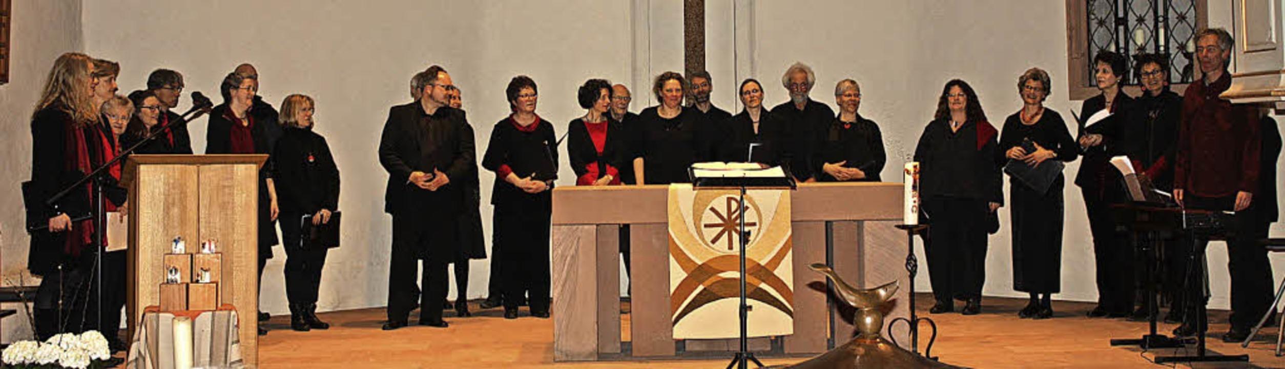 Der Bezirkschor Cantate Dekanate bei s... Auftritt in der Bergkirche in Nimburg    Foto: Hildegard Karig