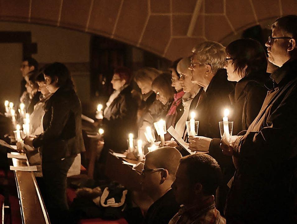 Stimmungsvoller Kerzenglanz in der Kirche  | Foto: wolfgang künstle