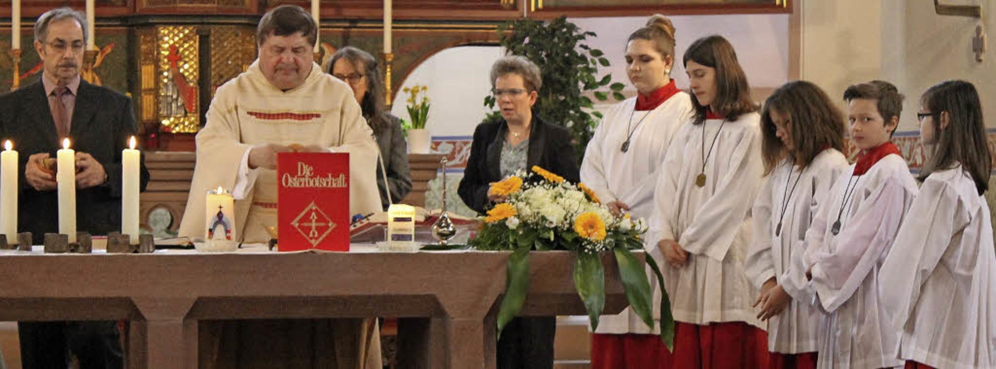 Pfarrer Klaus Fietz zelebrierte  die k...ie vielen Krisenherde in aller Welt.      Foto: Michelle Güntert