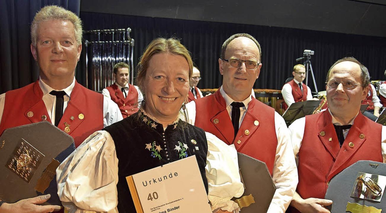 Glückwünsche  für ihre 40-jährige Mitg...inder, Harald Beha und Paul Ketterer.     Foto: Volker Rothfuss