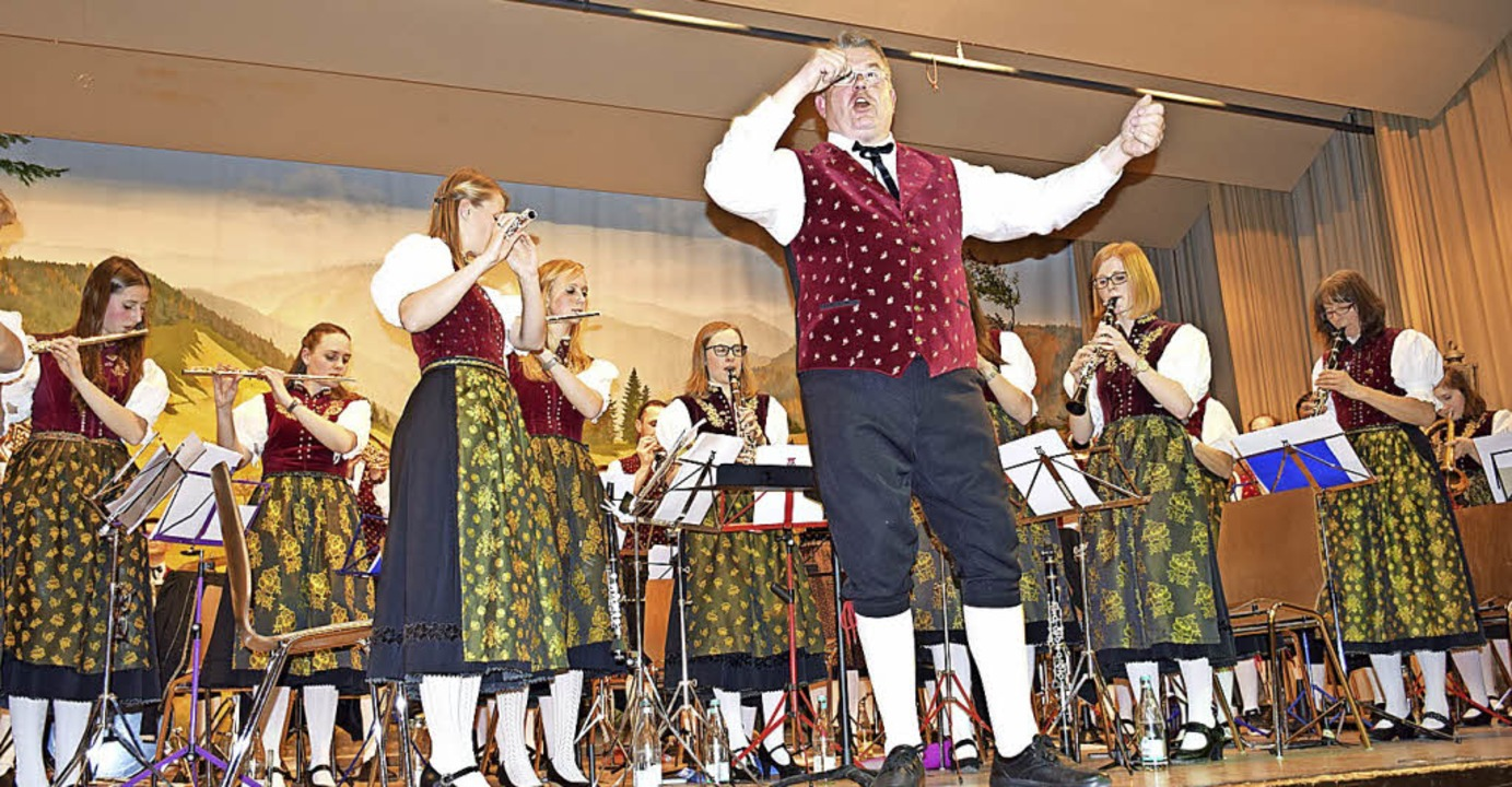 Für Begeisterung sorgten Dirigent Ralp...kerinnen und Musikern in Todtnauberg.   | Foto: Paul Berger