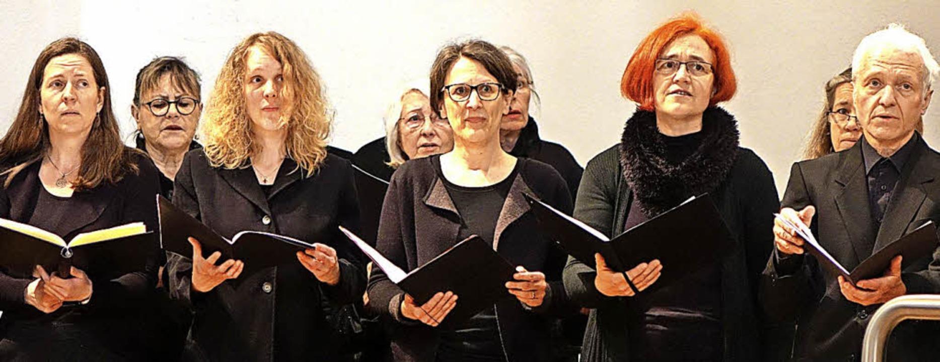 Die Kantorei Schopfheim sang an Karfreitag bewegende Choräle von Bach.    Foto: Roswitha Frey