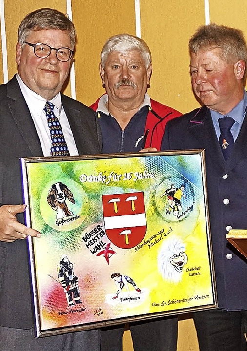 Die Vereine waren Michael Quast (links...h bei ihm  mit einem besonderen Bild.     Foto: Verena Wehrle