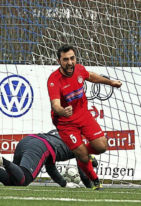 Selim Altinsoy nach seinem Tor zum 2:0 für Bad Dürrheim.     Foto: Rein