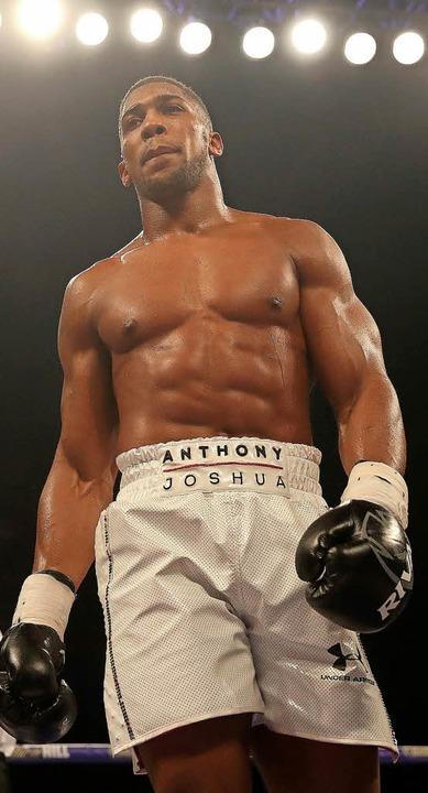 Anthony Joshua will alle Gürtel.   | Foto: DPA