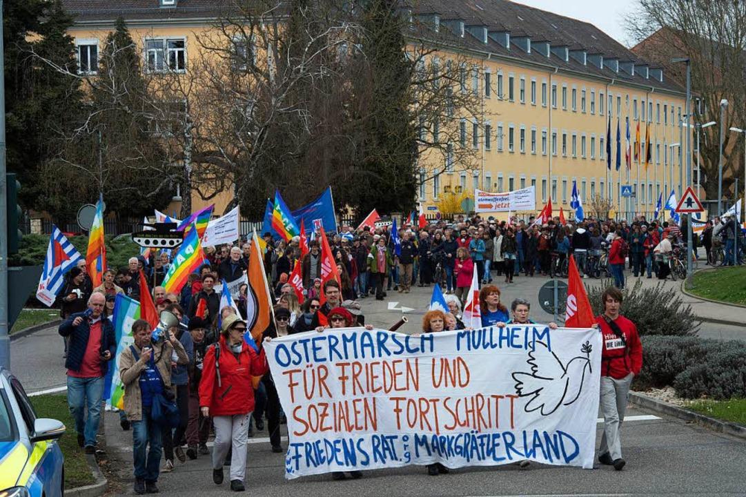 Rund 450 Friedensaktivisten beteiligten sich am Müllheimer Ostermarsch.   | Foto: Volker Münch
