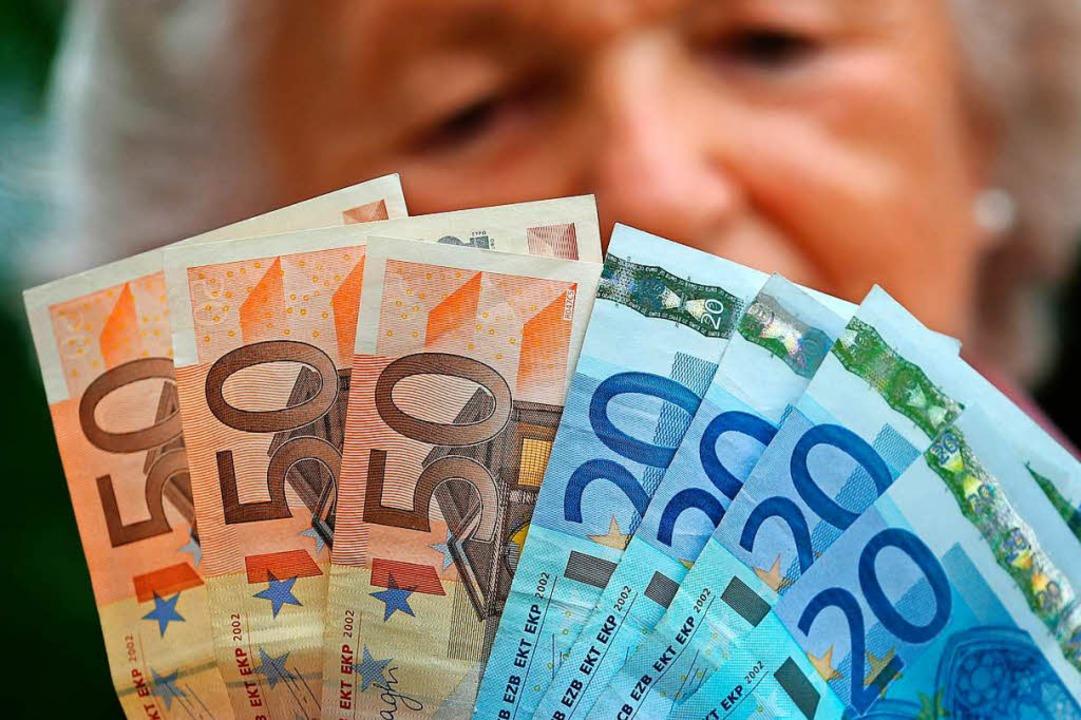 Laut Freiburger Richter gebe es bei Be... Mindestruhegehalt haben. (Symbolbild)  | Foto: dpa