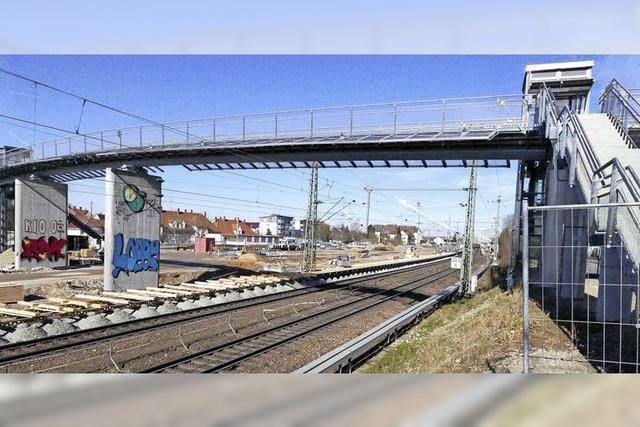 Fest zur Eröffnung des Stegs über Bahn und B 3