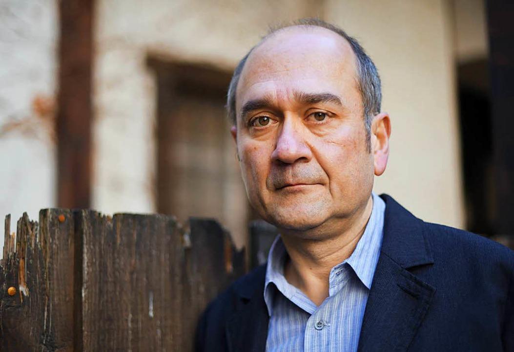 Farhad Showghi  im Innenhof des Staufener Stubenhauses  | Foto: dpa