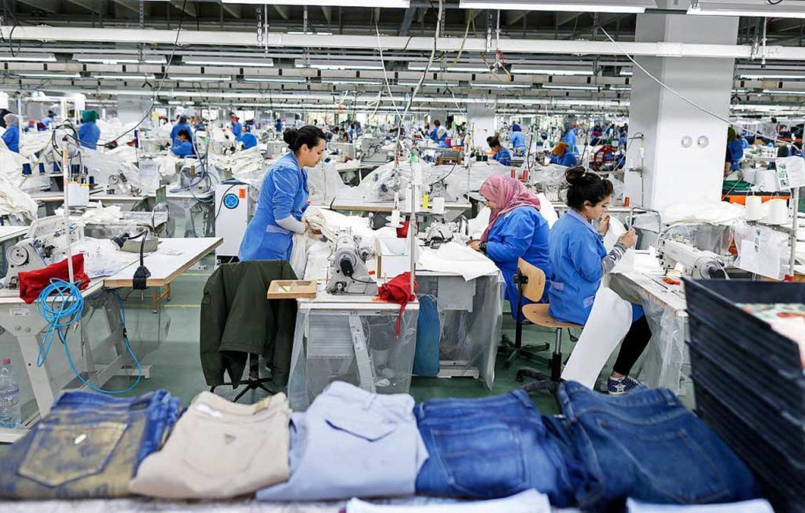 Mit deutscher Entwicklungshilfe sollen...im  Textilunternehmen Sartex in Tunis.    Foto: Thomas Imo/photothek.net