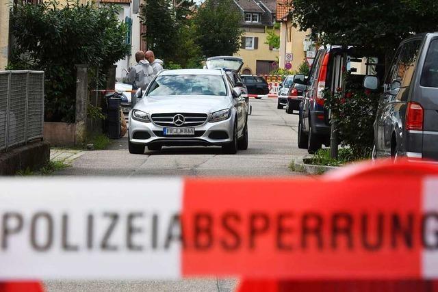 Wie konnte der Angeklagte im Teninger Mordprozess den Wohnort der Opfer herausfinden?