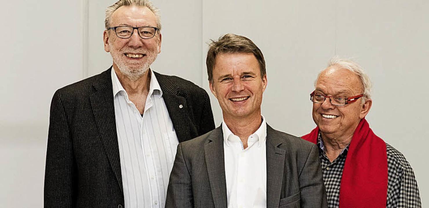 Die beiden AWO-Vorsitzenden Klaus Laxa...O die Sozialrechtsberatung fortführt.   | Foto: Gabriele Zahn