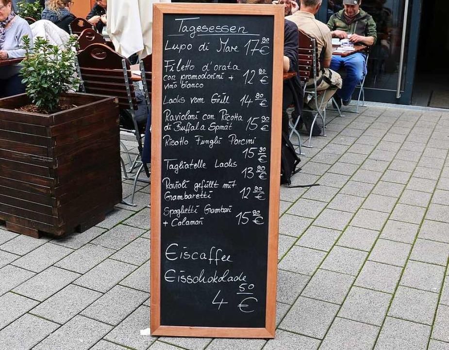 Neben der festen Speisekarte gibt es i...elnde Tagesgerichte und Mittagstische.  | Foto: Maleen Thiele