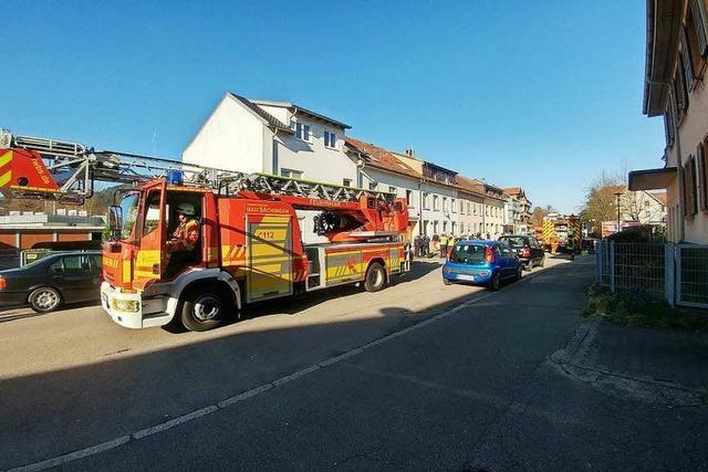 Sieben Personen mit der Drehleiter aus zweitem Obergeschoss gerettet