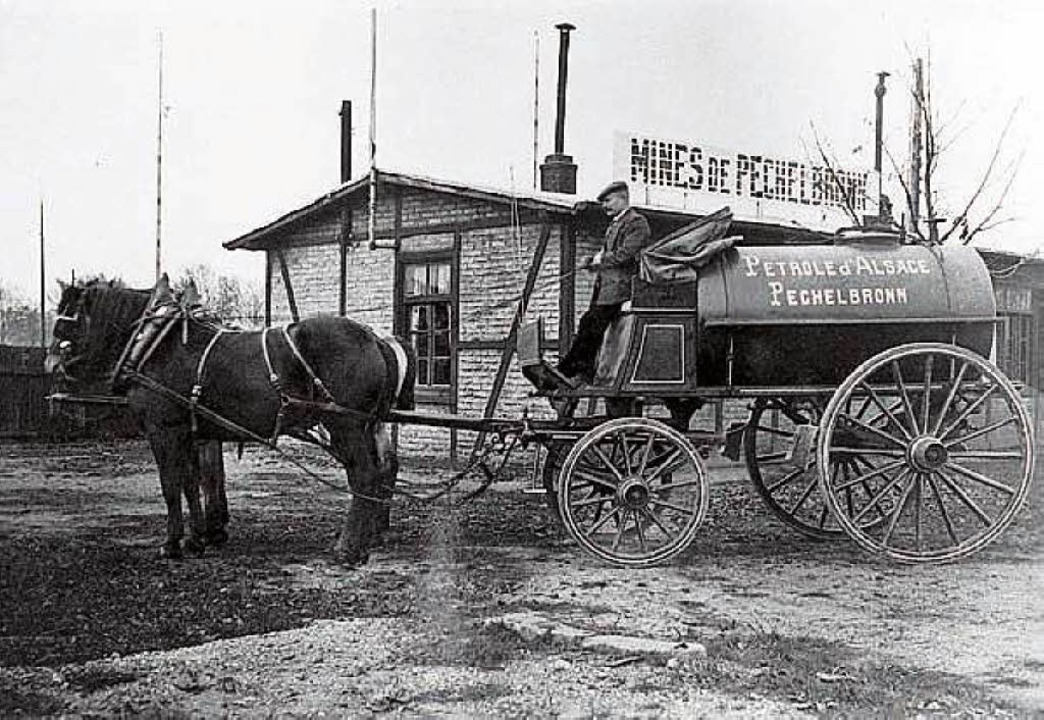 Erdöltransport im Elsass per Pferdekutsche.  | Foto: Collection Musée Français du Pétrole/Pechelbronn